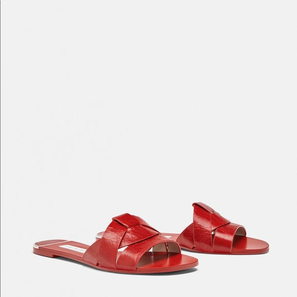 d67a93c5292 Zara red leather crossover sandals. M 5b90209734e48a51082232f5